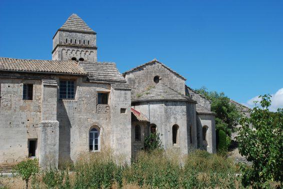 Le clocher et le chevet du Monastère Saint-Paul-de-Mausole