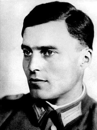 https://fr.wikipedia.org/wiki/Claus_von_Stauffenberg#/media/File:Claus_von_Stauffenberg_(1907-1944).jpg